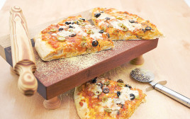 פיצה עם זיתים ופטריות