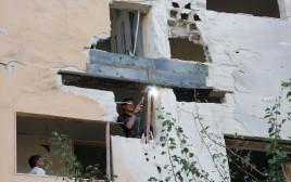 """בניין בדמשק שנפגע מתקיפת צה""""ל"""