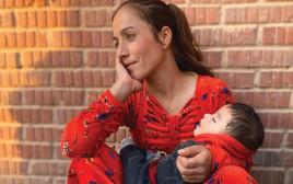 אישה ובנה בצפון סוריה