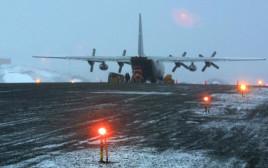 מטוס של צבא צ'ילה בבסיס באנטרקטיקה בשנת 2004