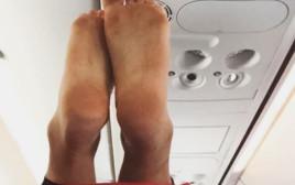 רגליים בטיסה
