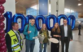 הנוסע המיליון מתקבל בשדה התעופה רמון באילת