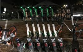 קורקינטים עם לוחיות רישוי בתל אביב