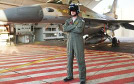 סגן אלוף ג', מפקד טייסת 101