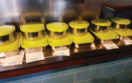 """כלים רב פעמיים במסעדת """"גוטה"""""""