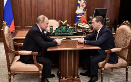 ולדימיר פוטין (משמאל), דמיטרי מדבדב