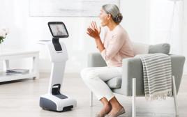 מדי טמי - הרובוט המסייע לקשישים