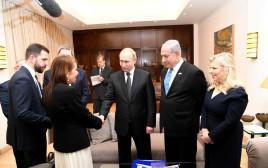 ולדימיר פוטין נפגש עם יפה יששכר, אימה של נעמה יששכר