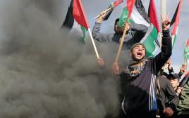 פלסטינים מפגינים