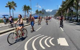 חוף הים בריו דה ז'ניירו, ברזיל (למצולמים אין קשר לנאמר בכתבה)