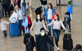 """הקורונה: נוסעים בטרמינל 3 בנתב""""ג"""
