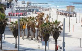 טיילת תל אביב וחוף הים שוממים