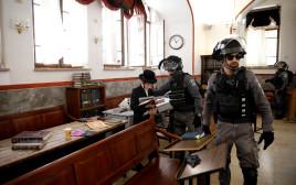 כוחות משטרה בבית כנסת בירושלים (למצולמים אין קשר לכתבה)
