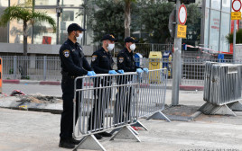 קורונה: מחסום משטרתי לאכיפת הסגר על העיר בני ברק