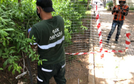 עובדי עיריית בני ברק מסירים את הגדרות