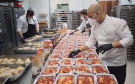 """""""סמסונג בקהילה"""" העניקה 1,000 ארוחות חג לקשישים"""