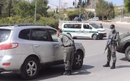 קורונה: מחסומים בשכונת גבעת שאול בירושלים