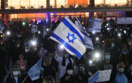 מחאת הדגלים השחורים בכיכר הבימה בתל אביב