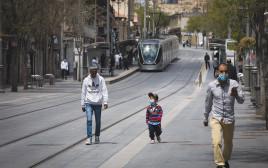 אנשים ברחובות ירושלים - למצולמים אין קשר לנאמר בכתבה
