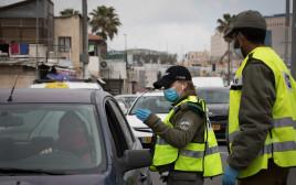 קורונה - מחסום משטרתי לבדיקת נהגים בירושלים, ארכיון (למצולמים אין קשר לנאמר בכתבה)