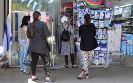"""קורונה בישראל - חנויות נפתחות בת""""א"""