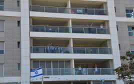 עצמאות 2020: מריעים מהמרפסות בנתניה