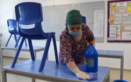 קורונה בישראל: ניקיון בבית ספר בראשון לציון