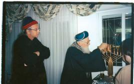 """הרב מרדכי אליהו ונתן זהבי, מתוך הסדרה """"זהבי מחפש תשובה"""""""