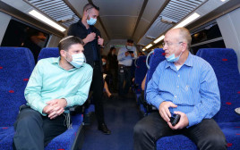 """סמוטריץ' ומנכ""""ל הרכבת בנסיעת הבכורה של הקו המהיר"""