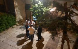 חוקרי המשטרה בזירת הרצח ברמת גן