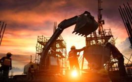 עובדים באתר בנייה