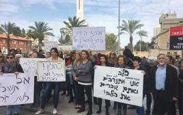הפגנה למען מרכזי היום לקשיש