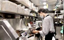 נערכים לפתיחת המסעדות