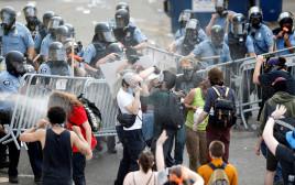 """הפגנות נגד אלימות שוטרים בארה""""ב"""