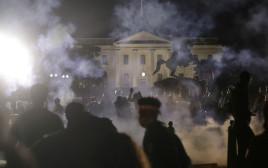 מהומות מול הבית הלבן בוושינגטון