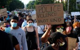 """המחאה בארה""""ב: הפגנה המונית בוושינגטון"""