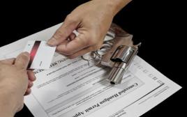 קבלת רישיון נשק(צילום: שאטרסטוק)