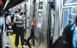 """קורונה בארה""""ב: הרכבת התחתית בניו יורק"""