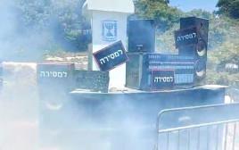 מחאת האמנים: מציתים ציוד הגברה מול בניין משרד האוצר