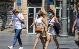 קורונה - אנשים עם מסכה, ארכיון (למצולמים אין קשר לנאמר בכתבה)