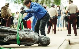 """הפלת פסלו של קולומבוס בארה""""ב"""