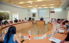 """ראש העיר פ""""ת רמי גרינברג בפגישה עם נציגי קופות החולים"""