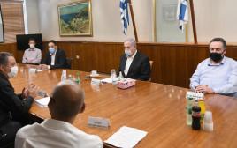 """נתניהו וכ""""ץ בפגישה עם העצמאים ובעלי העסקים"""