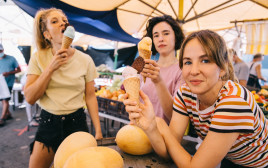 גלידות פירות וירקות שוק נמל