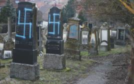 בית קברות יהודי שהושחת בפריז