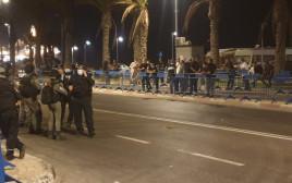 עימותים בין שוטרים למפגינים ביפו ברקע הריסת בית הקברות המוסלמי