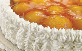 עוגת גבינה ומשמשים