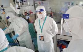 שר הבריאות יולי אדלשטיין בביקור במחלקת הקורונה באסף הרופא