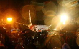 המטוס ההודי שהתרסק ונחצה לשניים