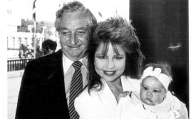 משולם ריקליס ופיה, 1985